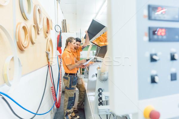 Dwa czyszczenia maszyny warsztaty człowiek kobieta Zdjęcia stock © Kzenon