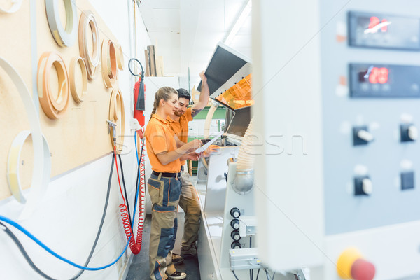 Zwei Reinigung Maschine Workshop Mann Frau Stock foto © Kzenon