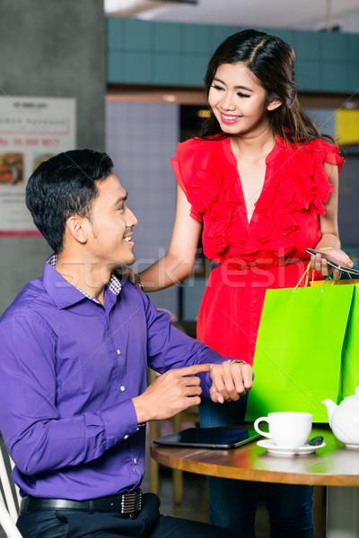 Heureux jeune homme attente belle petite amie Photo stock © Kzenon