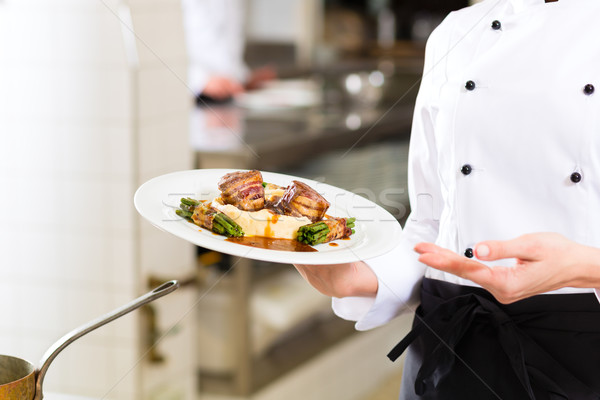 Stockfoto: Vrouwelijke · chef · restaurant · keuken · koken · hotel