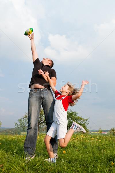 Apa lánygyermek labda család ügyek játszik Stock fotó © Kzenon