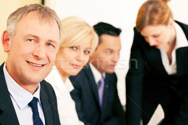 Equipe de negócios trabalhando escritório empresa de pequeno porte equipe um Foto stock © Kzenon