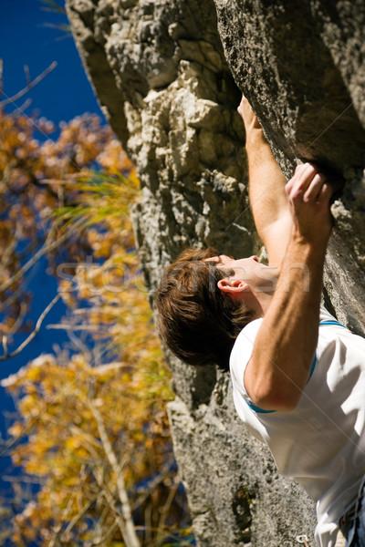 Klettern Mann Klettern rock kurzfristig Herbst Stock foto © Kzenon