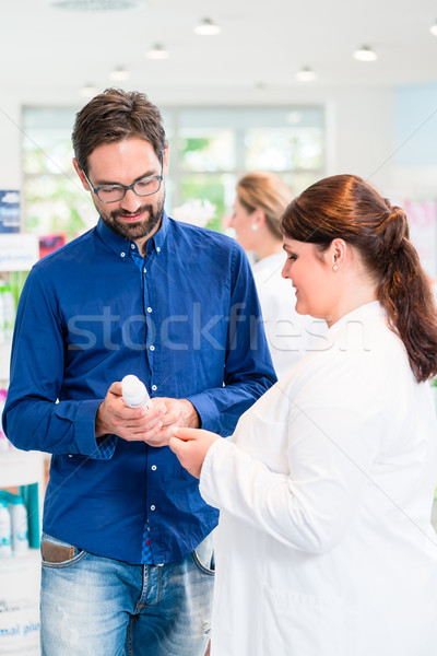 Pharmacien drogue magasin ventes femme client Photo stock © Kzenon