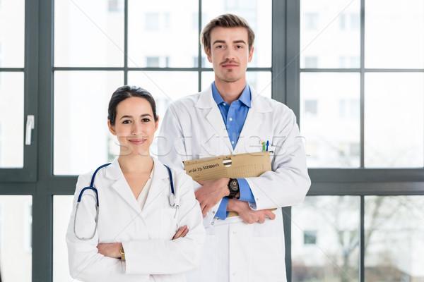 Portré kettő határozott orvosok néz kamera Stock fotó © Kzenon