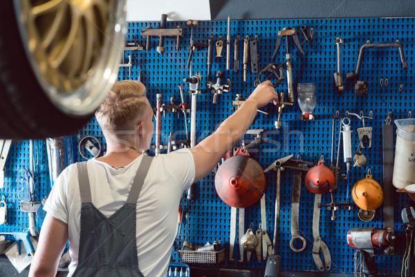 Hombre útil herramienta trabajo Foto stock © Kzenon