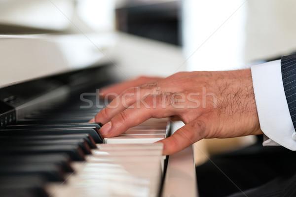 Piyano oyuncu restoran piyanist güzel müzikal Stok fotoğraf © Kzenon