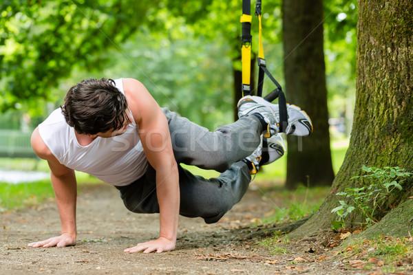 男 市 公園 サスペンション トレーナー スポーツ ストックフォト © Kzenon