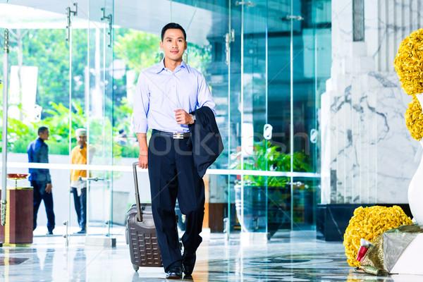 азиатских человека ходьбе отель лобби Сток-фото © Kzenon