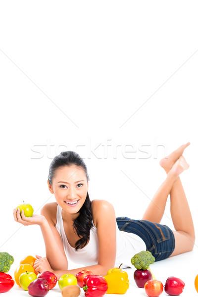 Asian chinese vrouw eten vers fruit voedsel Stockfoto © Kzenon