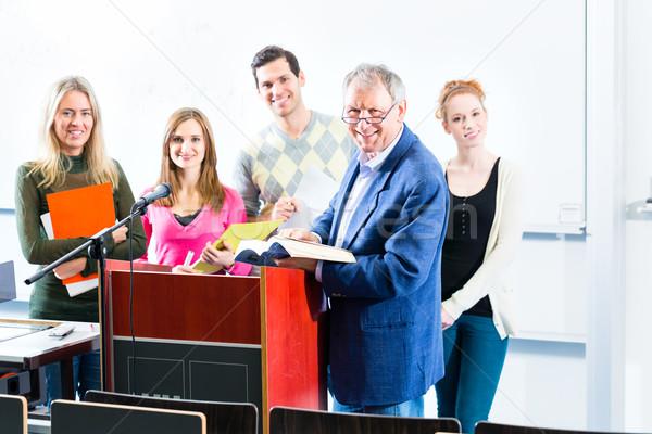 Diákok kérdez tanár főiskola auditórium készít Stock fotó © Kzenon