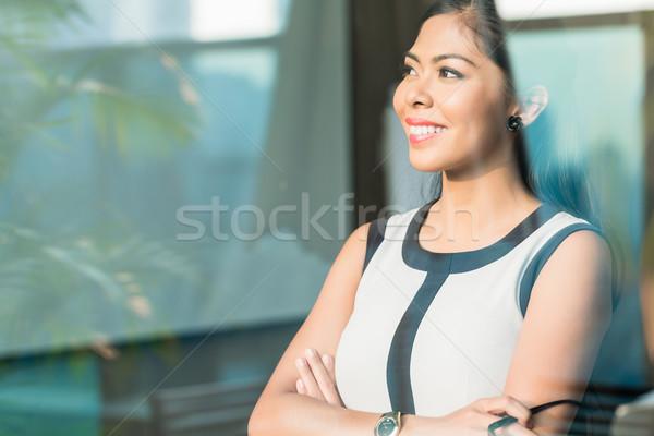 Indonéz üzletasszony iroda ablak nő üveg Stock fotó © Kzenon