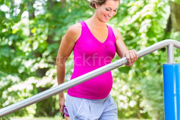 Mujer embarazada embarazo mujer bebé deporte salud Foto stock © Kzenon