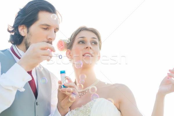 Mariage couple bulles de savon à l'extérieur mariée Photo stock © Kzenon