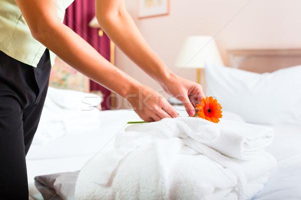Stok fotoğraf: Hizmetçi · oda · servisi · otel · yukarı · kadın