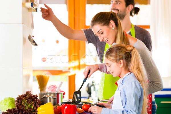 семьи приготовления внутренний кухне здоровое питание родителей Сток-фото © Kzenon