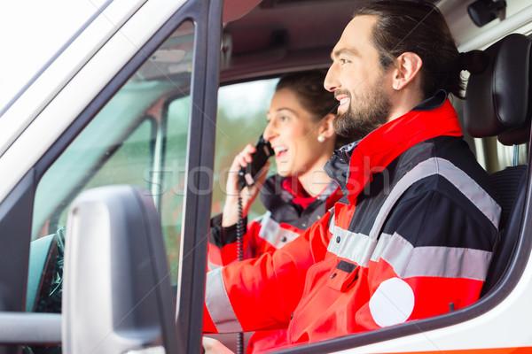 Nood arts rijden ambulance verpleegkundige auto Stockfoto © Kzenon