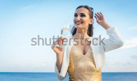 Turist kadın konuşma telefon Dubai Stok fotoğraf © Kzenon
