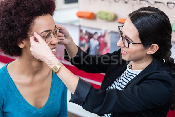 Opticien femme nouvelle verres affaires Photo stock © Kzenon