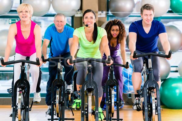 Fitnessz csoport férfiak nők bicikli tornaterem Stock fotó © Kzenon