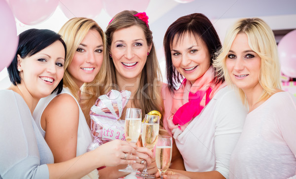 Legjobb barátok nők ünnepel baba zuhany pezsgő Stock fotó © Kzenon