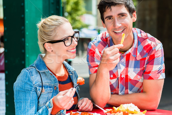 Jeunes frites françaises femme homme rue Photo stock © Kzenon