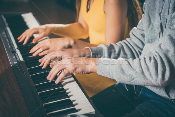 Piano jogadores jogar juntos peça música Foto stock © Kzenon