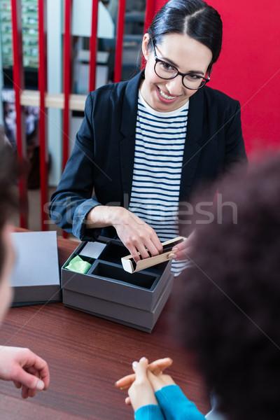 Gözlükçü yeni gözlük çift alışveriş kadın Stok fotoğraf © Kzenon
