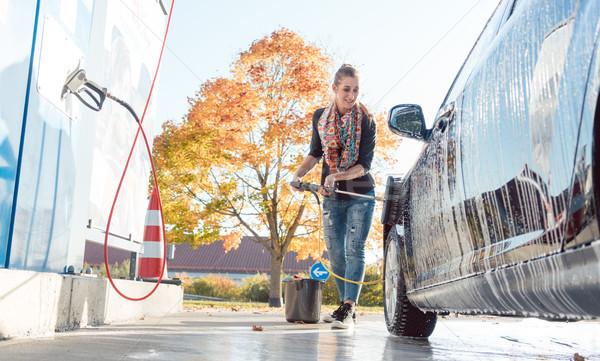 женщину очистки автомобиль автомойку воды осень Сток-фото © Kzenon