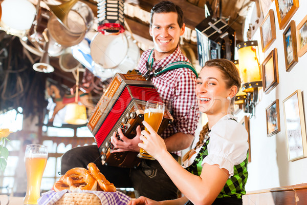 Músico restaurante jugando acordeón hombre música folklórica Foto stock © Kzenon