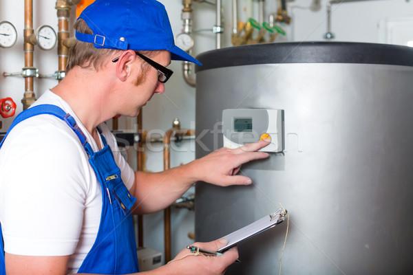 Ingegnere riscaldamento tubi acqua lavoro energia Foto d'archivio © Kzenon