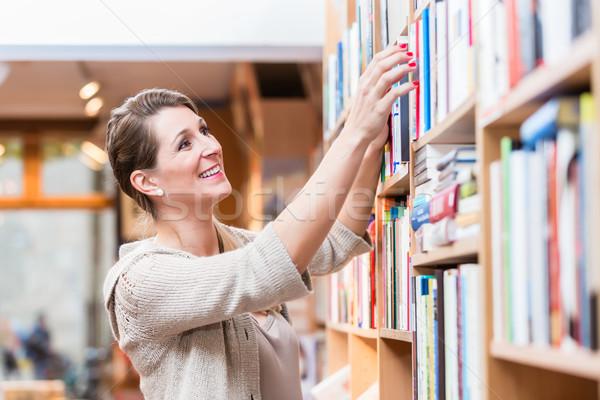 Mujer libro librería Foto stock © Kzenon