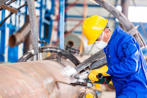 Metal lavoratore fabbrica conduttura industriali fabbricazione Foto d'archivio © Kzenon
