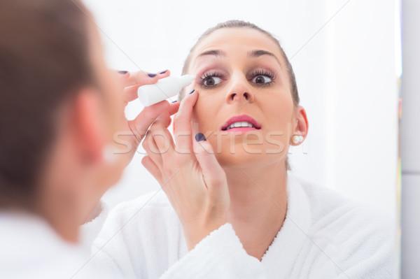 Vrouw oog druppels jonge vrouw naar Stockfoto © Kzenon