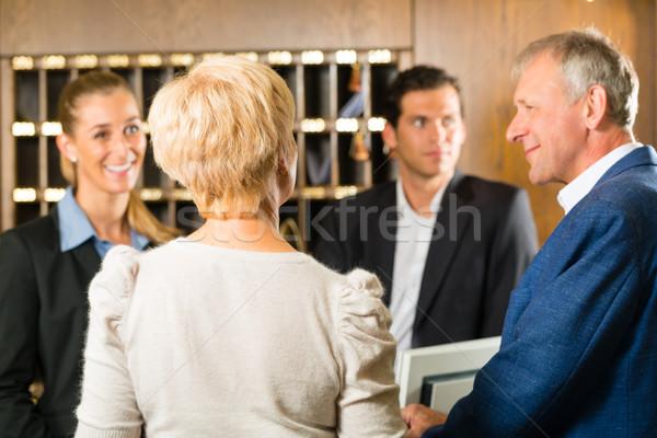 Receptie controleren hotel vrouw man werk Stockfoto © Kzenon