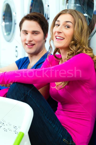 Pareja moneda lavandería lavado personas sucia Foto stock © Kzenon