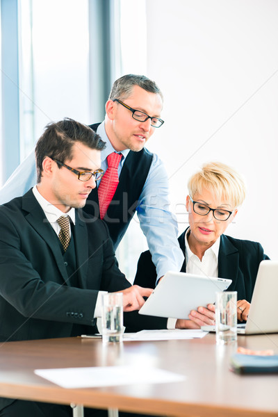 Business vergadering kantoor mensen werken document kantoor Stockfoto © Kzenon