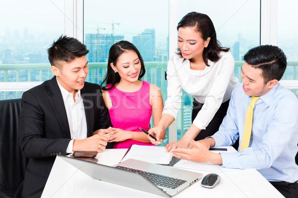 Asiático banqueiro equipe casal escritório cliente Foto stock © Kzenon