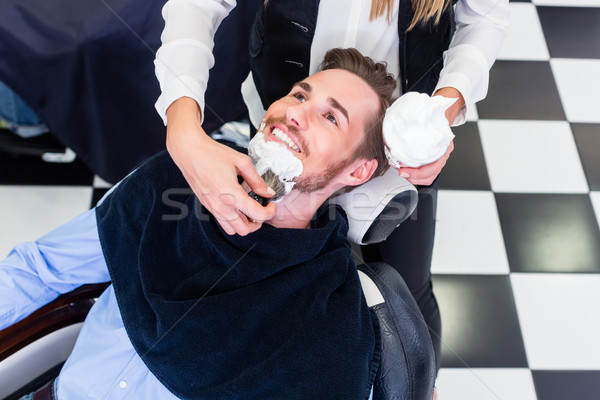 Man baard scheren barbier salon vrouw Stockfoto © Kzenon