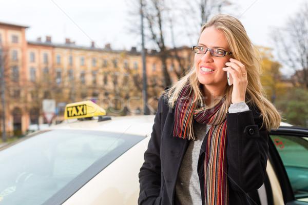 若い女性 タクシー 電話 立って ビジネス ストックフォト © Kzenon
