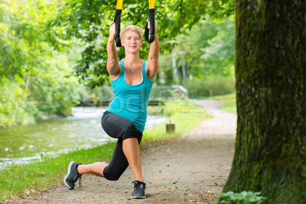 Photo stock: Femme · suspension · entraîneur · sport · jeune · femme