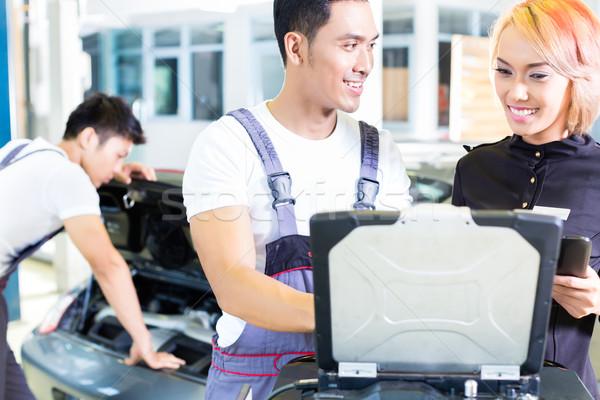Auto monteur team diagnose tool workshop Stockfoto © Kzenon