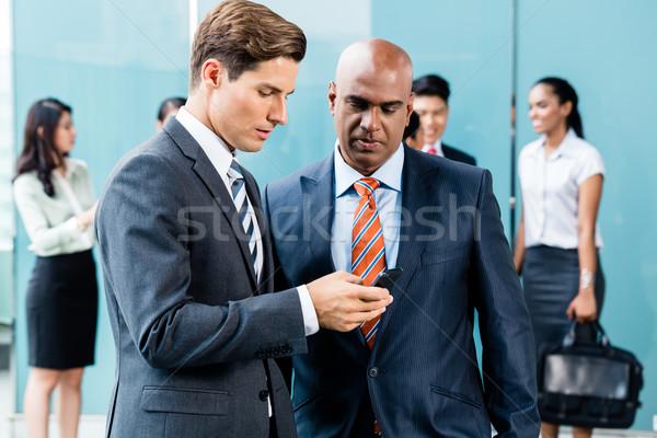 Foto stock: Mixto · Asia · caucásico · equipo · de · negocios · reunión · terraza