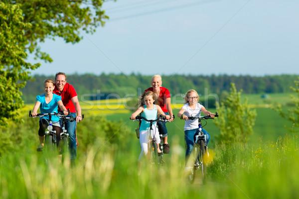 Rodziny rowerowe odkryty lata trzy dziewcząt Zdjęcia stock © Kzenon
