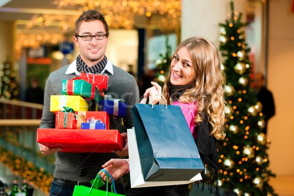 Paar christmas winkelen presenteert mall kaukasisch Stockfoto © Kzenon