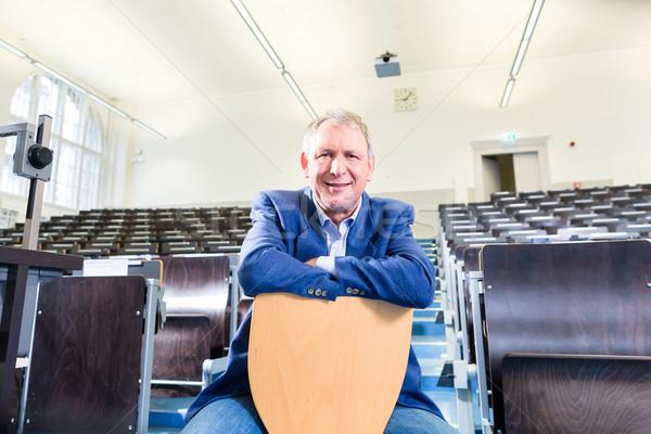 College professore auditorium lezione piedi desk Foto d'archivio © Kzenon