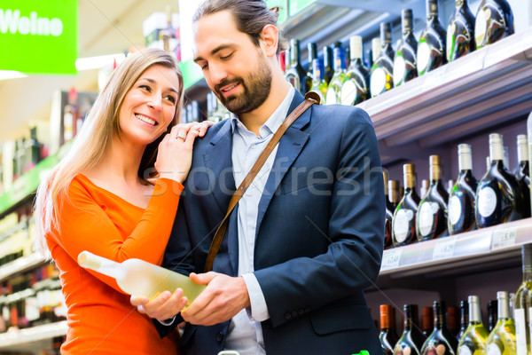 Pár kiválaszt bor áruház nő férfi Stock fotó © Kzenon