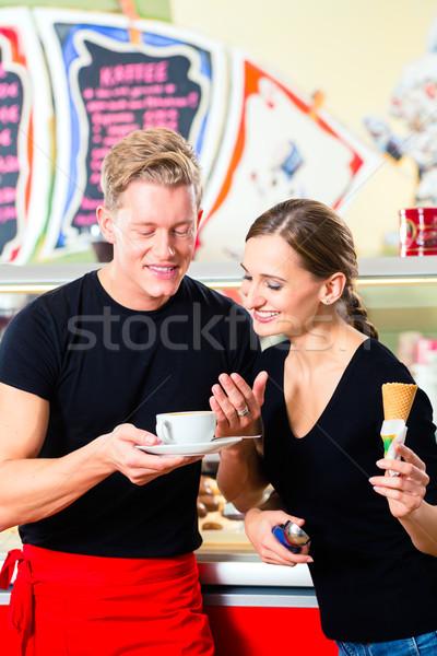 мороженым продавец официант рабочих кафе мороженого Сток-фото © Kzenon
