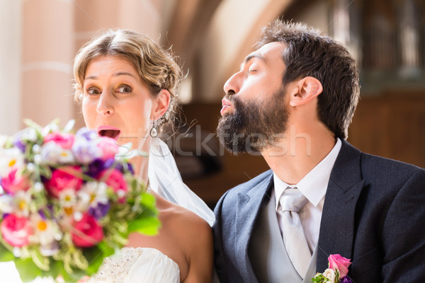Stockfoto: Bruidegom · kus · bruid · kerk · bloemen · bruiloft