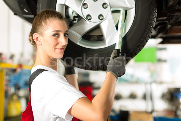 Kadın araba mekanik çalışma oto genç kadın Stok fotoğraf © Kzenon